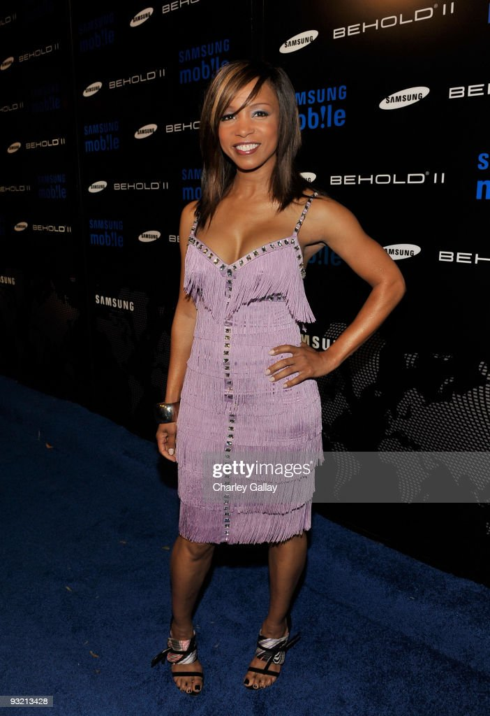 Actress Elise Neal arrives at the Samsung Behold II launch event at Boulevard3 on November 18, 2009 in Los Angeles, California.