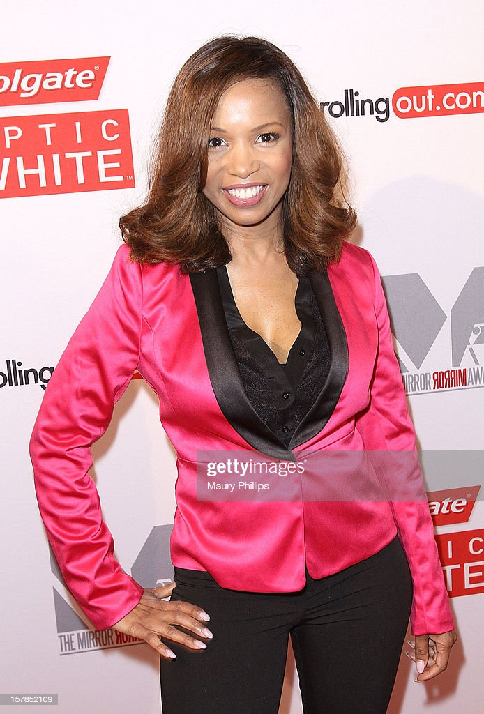 Actress Elise Neal attends Rolling Out Mirror Mirror Awards at Rolling Stone Restaurant & Lounge on December 6, 2012 in Los Angeles, California.