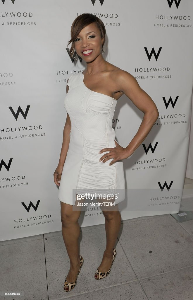 Actress Elise Neal poses at W Hotels' Symmetry Live featuring Janelle Monae at W Hollywood on May 25, 2010 in Hollywood, California.