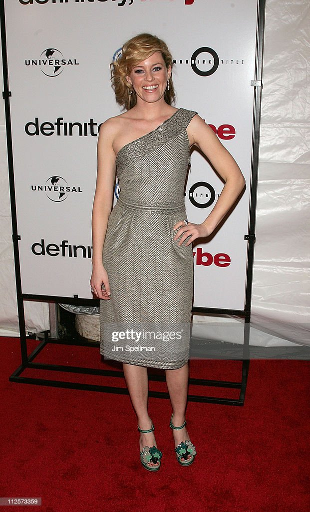 Actress Elizabeth Banks arrives at the 'Definitely Maybe' Premiere at the Ziegfeld Theater on February 12 2008 in New York City