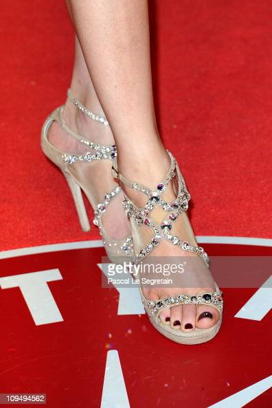 Actress Elizabeth Banks arrives at the Vanity Fair Oscar party hosted by Graydon Carter held at Sunset Tower on February 27 2011 in West Hollywood...
