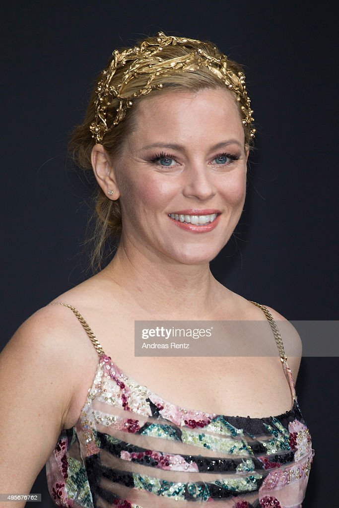 Actress <a gi-track='captionPersonalityLinkClicked' href=/galleries/search?phrase=Elizabeth+Banks&family=editorial&specificpeople=202475 ng-click='$event.stopPropagation()'>Elizabeth Banks</a> attends the world premiere of the film 'The Hunger Games: Mockingjay - Part 2' at CineStar on November 4, 2015 in Berlin, Germany.