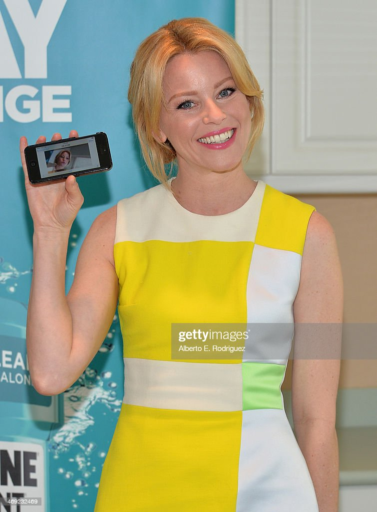 Actress <a gi-track='captionPersonalityLinkClicked' href=/galleries/search?phrase=Elizabeth+Banks&family=editorial&specificpeople=202475 ng-click='$event.stopPropagation()'>Elizabeth Banks</a> launches the 2nd Annual Listerine 21-Day Challenge at The Children's Dental Center of Greater Los Angeles on February 13, 2014 in Inglewood, California.