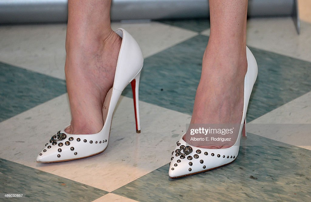 Actress <a gi-track='captionPersonalityLinkClicked' href=/galleries/search?phrase=Elizabeth+Banks&family=editorial&specificpeople=202475 ng-click='$event.stopPropagation()'>Elizabeth Banks</a> (shoe detail) launches the 2nd Annual Listerine 21-Day Challenge at The Children's Dental Center of Greater Los Angeles on February 13, 2014 in Inglewood, California.