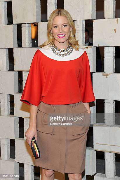 Actress Elizabeth Banks wearing Bottega Veneta attends the Hammer Museum Gala in Garden sponsored by Bottega Veneta at Hammer Museum on October 10...