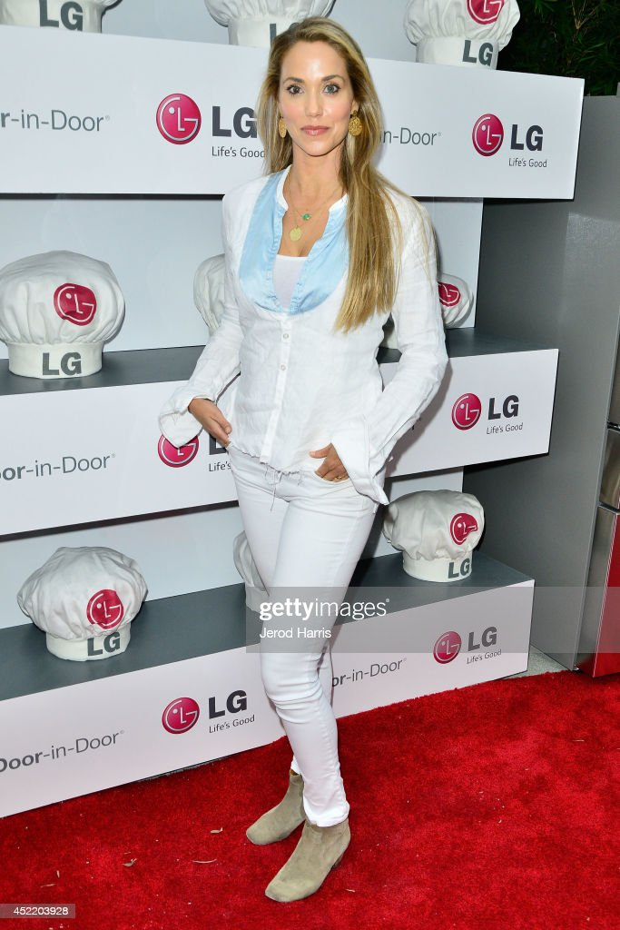 Actress Elizabeth Berkley attends LG and Chef Sandra Lee Host LG Junior Chef Academy to celebrate the launch of the Door-in-Door Refrigerator with CustomChill, Benefiting No Kid Hungry at The Washbow on July 15, 2014 in Culver City, California.