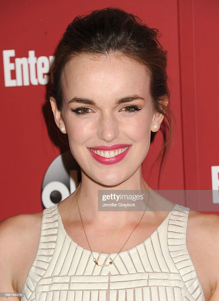 Actress Elizabeth Henstridgeattends the Entertainment Weekly & ABC 2013 New York Upfront Party at The General on May 14, 2013 in New York City.