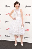 Actress Elizabeth McGovern arrives at the 40th AFI Life Achievement Award honoring Shirley MacLaine held at Sony Pictures Studios on June 7 2012 in...