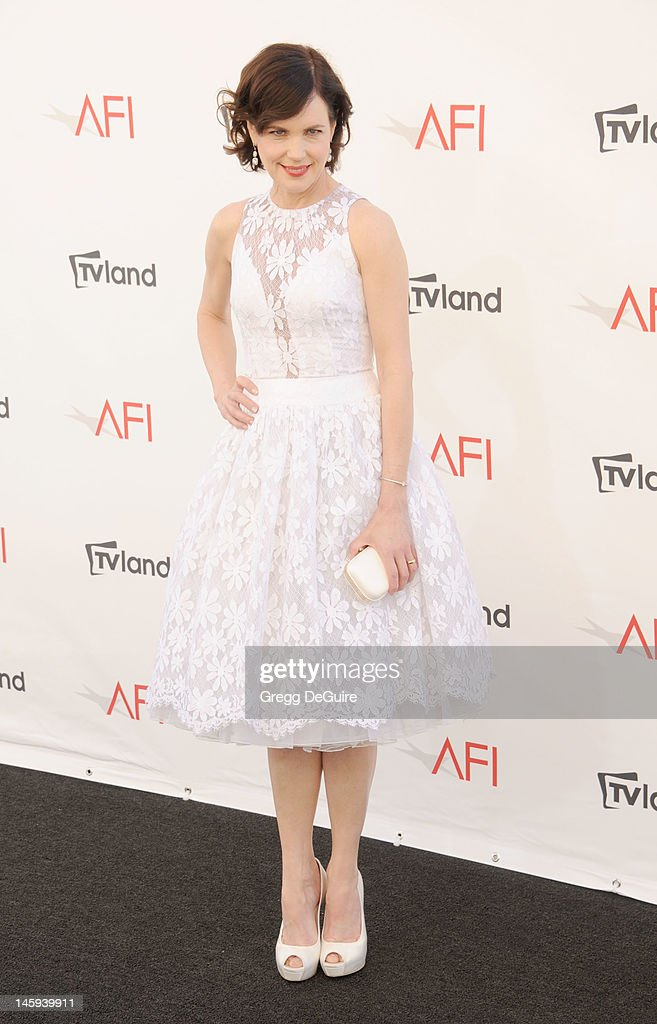 Actress <a gi-track='captionPersonalityLinkClicked' href=/galleries/search?phrase=Elizabeth+McGovern&family=editorial&specificpeople=734460 ng-click='$event.stopPropagation()'>Elizabeth McGovern</a> arrives at the 40th AFI Life Achievement Award honoring Shirley MacLaine at Sony Studios on June 7, 2012 in Los Angeles, California.