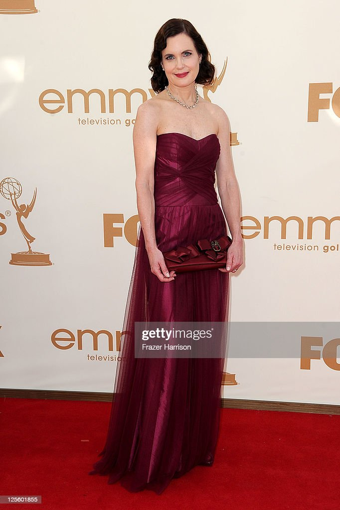 Actress <a gi-track='captionPersonalityLinkClicked' href=/galleries/search?phrase=Elizabeth+McGovern&family=editorial&specificpeople=734460 ng-click='$event.stopPropagation()'>Elizabeth McGovern</a> arrives at the 63rd Annual Primetime Emmy Awards held at Nokia Theatre L.A. LIVE on September 18, 2011 in Los Angeles, California.