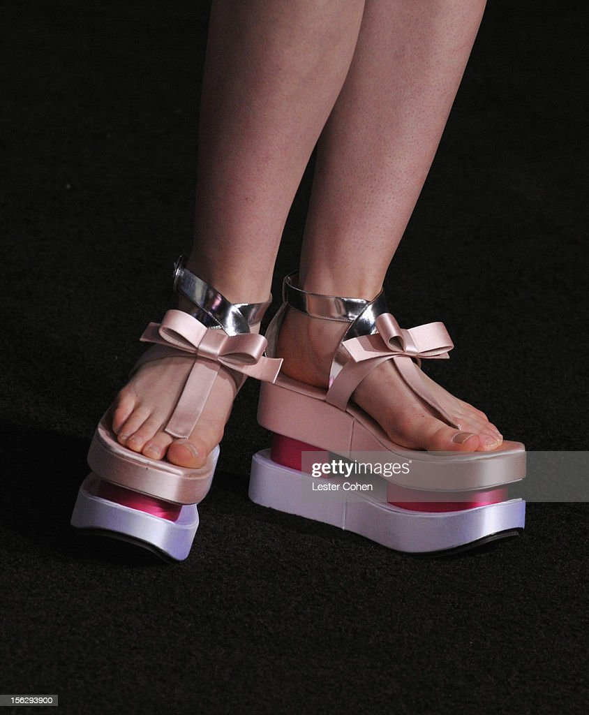 Actress <a gi-track='captionPersonalityLinkClicked' href=/galleries/search?phrase=Elle+Fanning&family=editorial&specificpeople=2189940 ng-click='$event.stopPropagation()'>Elle Fanning</a> arrives at 'The Twilight Saga: Breaking Dawn - Part 2' Los Angeles premiere at the Nokia Theatre L.A. Live on November 12, 2012 in Los Angeles, California.