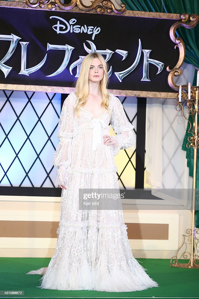 Actress <a gi-track='captionPersonalityLinkClicked' href=/galleries/search?phrase=Elle+Fanning&family=editorial&specificpeople=2189940 ng-click='$event.stopPropagation()'>Elle Fanning</a> attends 'Maleficent' Japan premiere at Ebisu Garden Place on June 23, 2014 in Tokyo, Japan.