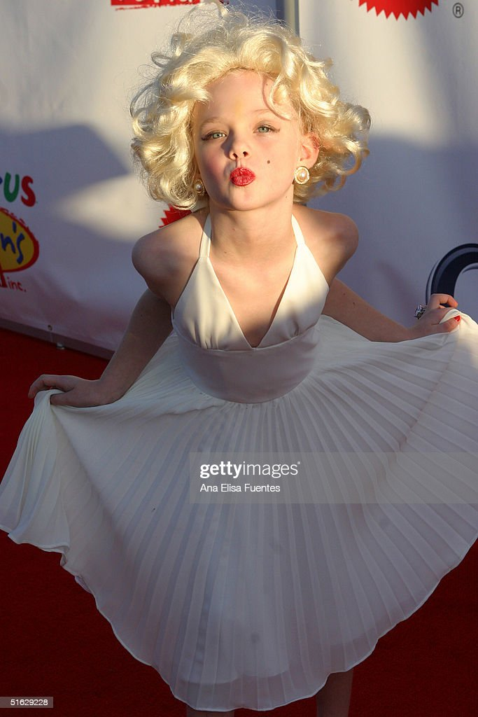 Actress <a gi-track='captionPersonalityLinkClicked' href=/galleries/search?phrase=Elle+Fanning&family=editorial&specificpeople=2189940 ng-click='$event.stopPropagation()'>Elle Fanning</a>, dressed as Marilyn Monroe, arrives for the 11th annual Children Affected by AIDS Dream Halloween fundraiser on October 30, 2004, in Santa Monica, California.