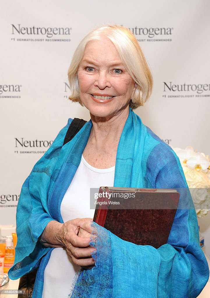 Actress <a gi-track='captionPersonalityLinkClicked' href=/galleries/search?phrase=Ellen+Burstyn&family=editorial&specificpeople=216383 ng-click='$event.stopPropagation()'>Ellen Burstyn</a> attends the HBO Luxury Lounge featuring PANDORA at Four Seasons Hotel Los Angeles at Beverly Hills on August 23, 2014 in Beverly Hills, California.