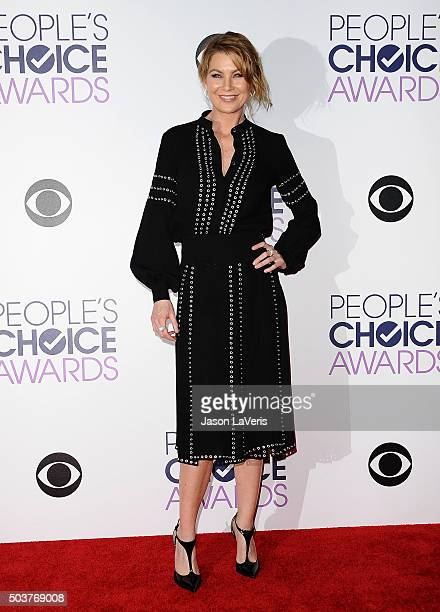 Actress Ellen Pompeo poses on the press room at the 2016 People's Choice Awards at Microsoft Theater on January 6 2016 in Los Angeles California