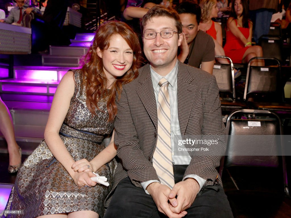 Actress <a gi-track='captionPersonalityLinkClicked' href=/galleries/search?phrase=Ellie+Kemper&family=editorial&specificpeople=6123842 ng-click='$event.stopPropagation()'>Ellie Kemper</a> and Michael Koman attend the 2012 Do Something Awards at Barker Hangar on August 19, 2012 in Santa Monica, California.