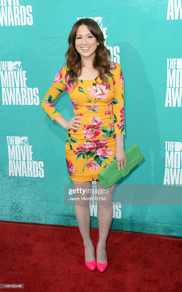Actress <a gi-track='captionPersonalityLinkClicked' href=/galleries/search?phrase=Ellie+Kemper&family=editorial&specificpeople=6123842 ng-click='$event.stopPropagation()'>Ellie Kemper</a> arrives at the 2012 MTV Movie Awards held at Gibson Amphitheatre on June 3, 2012 in Universal City, California.