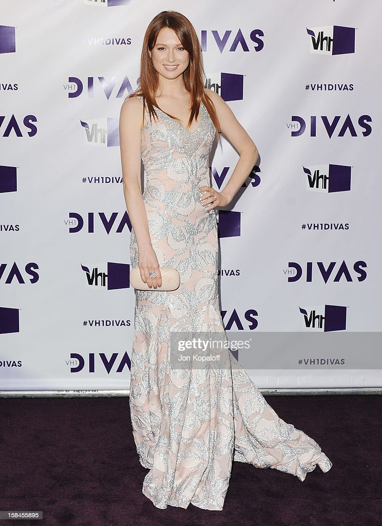 Actress Ellie Kemper arrives at the 'VH1 Divas' 2012 at The Shrine Auditorium on December 16, 2012 in Los Angeles, California.