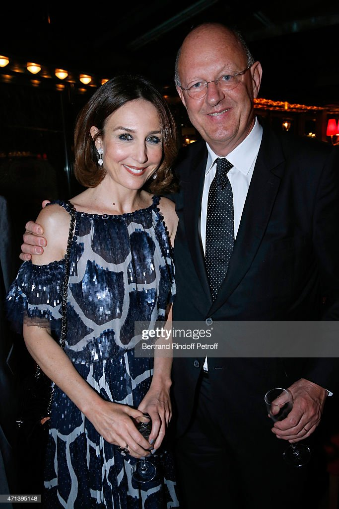 Actress Elsa Zylberstein (With Jewelry Van Cleef & Arpels) and President of France Television Remy Pflimlin attend the Dinner after the 27th 'Nuit Des Molieres' 2015. Held at Closerie des Lilas on April 27, 2015 in Paris, France.