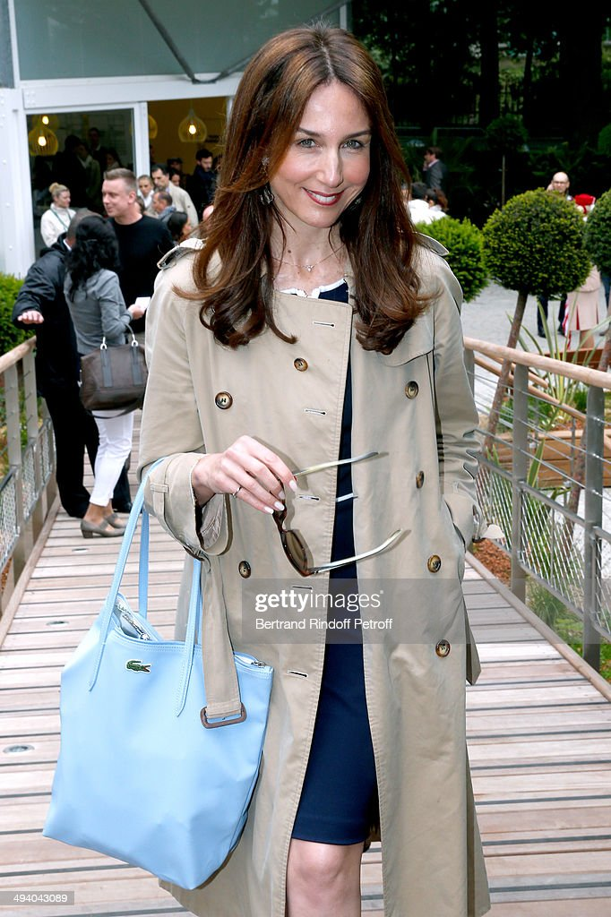Actress Elsa Zylberstein attends the Roland Garros French Tennis Open 2014 - Day 3 on May 27, 2014 in Paris, France.