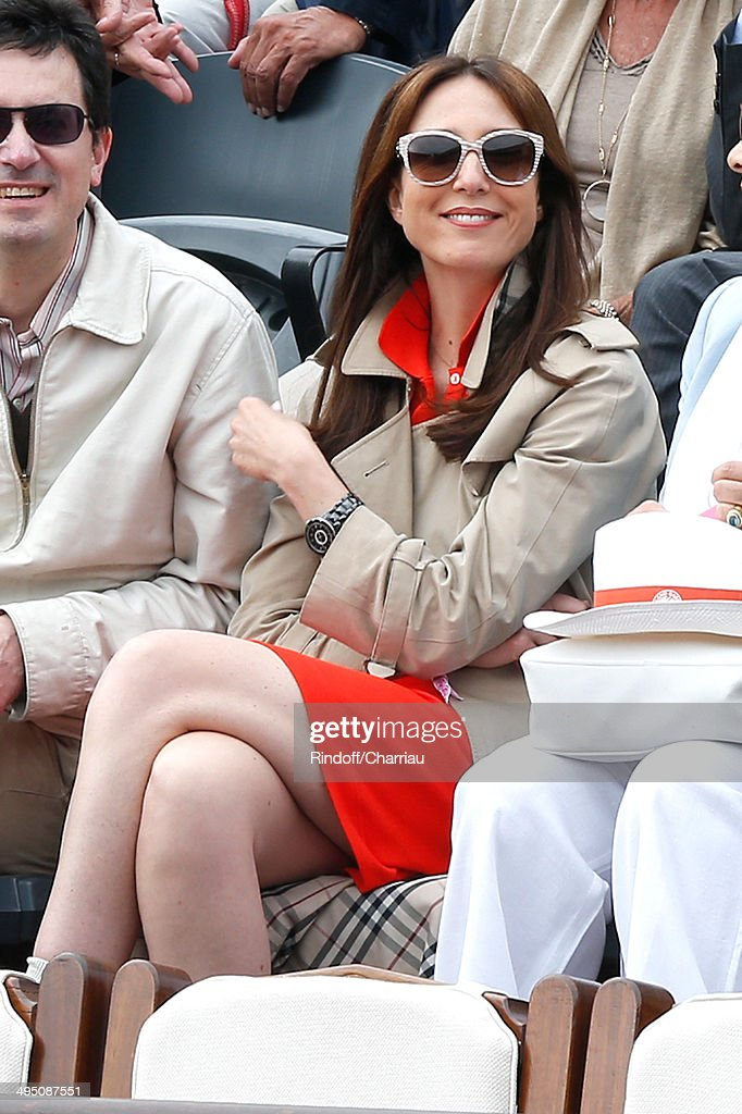 Actress Elsa Zylberstein attends the Roland Garros French Tennis Open 2014 - Day 8 on June 1, 2014 in Paris, France.