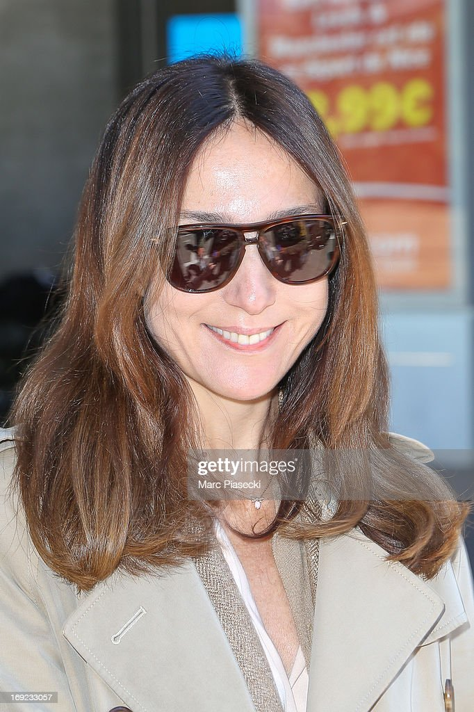 Actress <a gi-track='captionPersonalityLinkClicked' href=/galleries/search?phrase=Elsa+Zylberstein&family=editorial&specificpeople=213054 ng-click='$event.stopPropagation()'>Elsa Zylberstein</a> is seen at Nice airport during the 66th Annual Cannes Film Festival on May 22, 2013 in Nice, France.