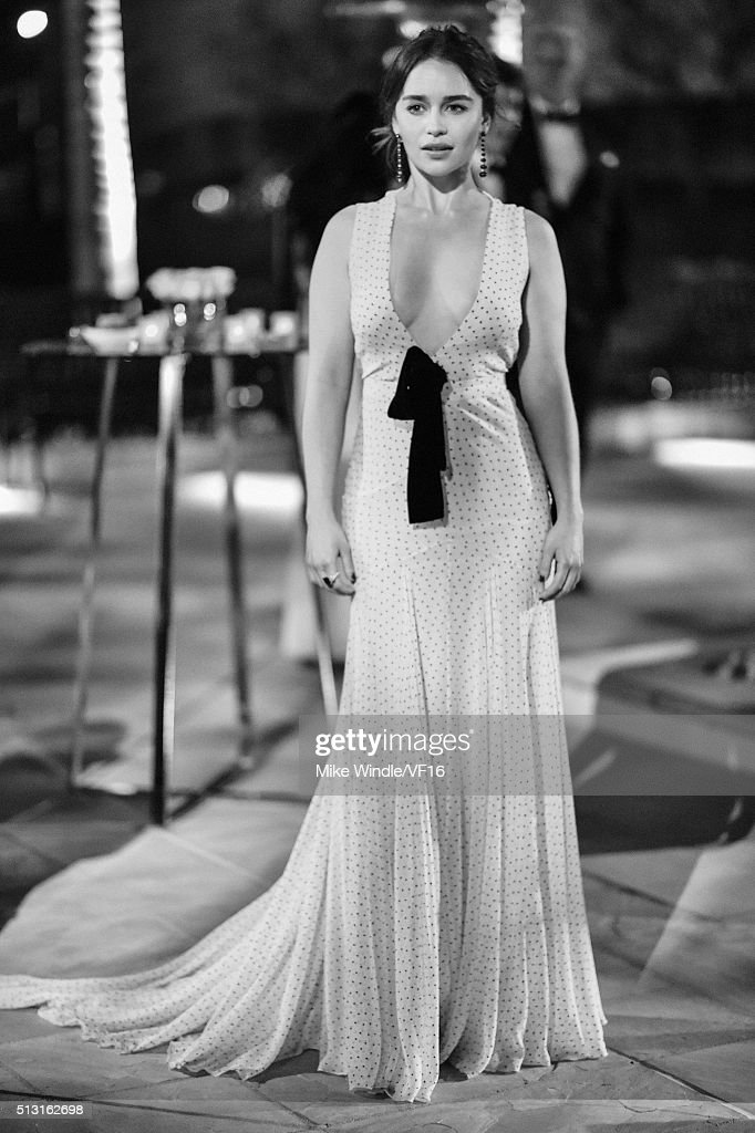 Actress Emilia Clarke attend the 2016 Vanity Fair Oscar Party Hosted By Graydon Carter at the Wallis Annenberg Center for the Performing Arts on February 28, 2016 in Beverly Hills, California.