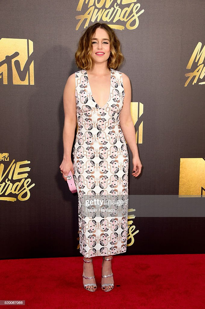 actress-emilia-clarke-attends-the-2016-mtv-movie-awards-at-warner-picture-id520067066