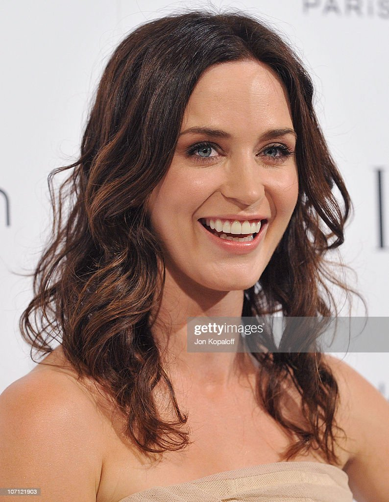 Actress <a gi-track='captionPersonalityLinkClicked' href=/galleries/search?phrase=Emily+Blunt&family=editorial&specificpeople=213480 ng-click='$event.stopPropagation()'>Emily Blunt</a> arrives at ELLE's 16th Annual Women In Hollywood Event at the Four Seasons Hotel on October 19, 2009 in Beverly Hills, California.