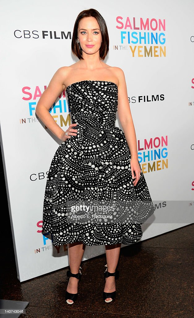 Actress <a gi-track='captionPersonalityLinkClicked' href=/galleries/search?phrase=Emily+Blunt&family=editorial&specificpeople=213480 ng-click='$event.stopPropagation()'>Emily Blunt</a> arrives to the premiere of CBS Films' 'Salmon Fishing In the Yemen' at Directors Guild Of America on March 5, 2012 in Los Angeles, California.