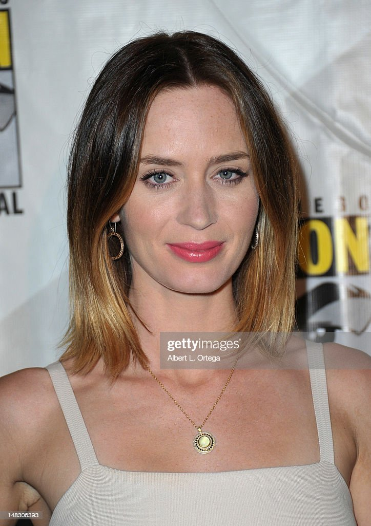 Actress <a gi-track='captionPersonalityLinkClicked' href=/galleries/search?phrase=Emily+Blunt&family=editorial&specificpeople=213480 ng-click='$event.stopPropagation()'>Emily Blunt</a> attends Sony's 'Looper' panel during Comic-Con International 2012 at San Diego Convention Center on July 13, 2012 in San Diego, California.