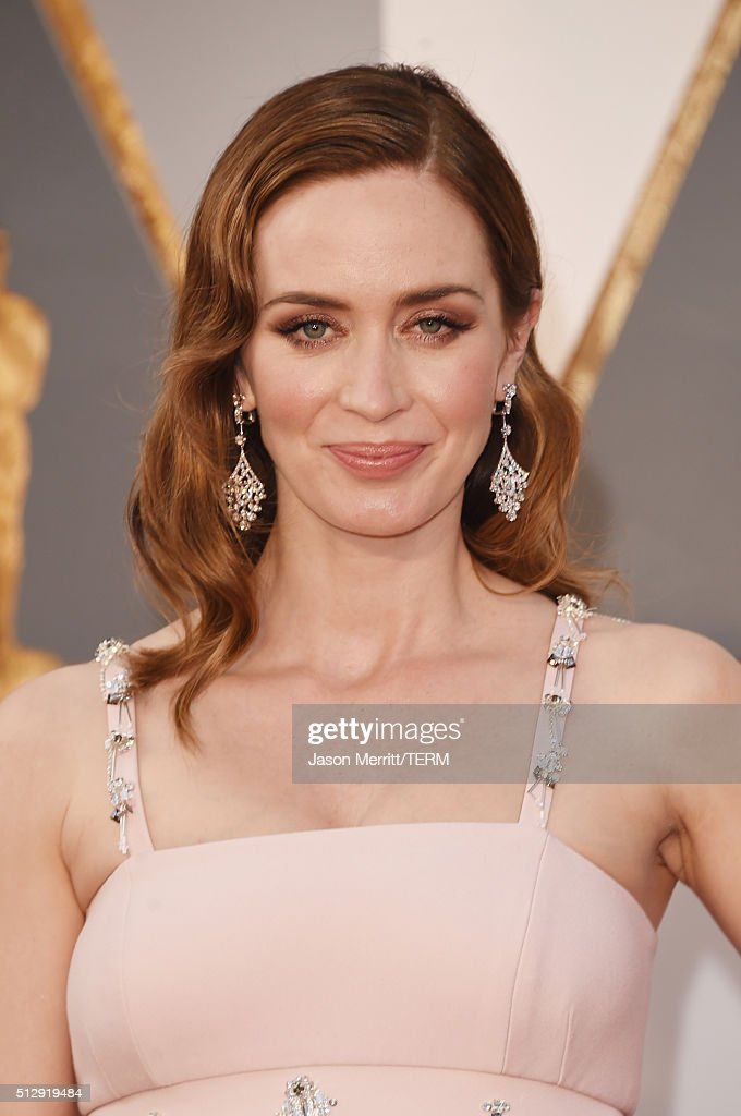 Actress <a gi-track='captionPersonalityLinkClicked' href=/galleries/search?phrase=Emily+Blunt&family=editorial&specificpeople=213480 ng-click='$event.stopPropagation()'>Emily Blunt</a> attends the 88th Annual Academy Awards at Hollywood & Highland Center on February 28, 2016 in Hollywood, California.