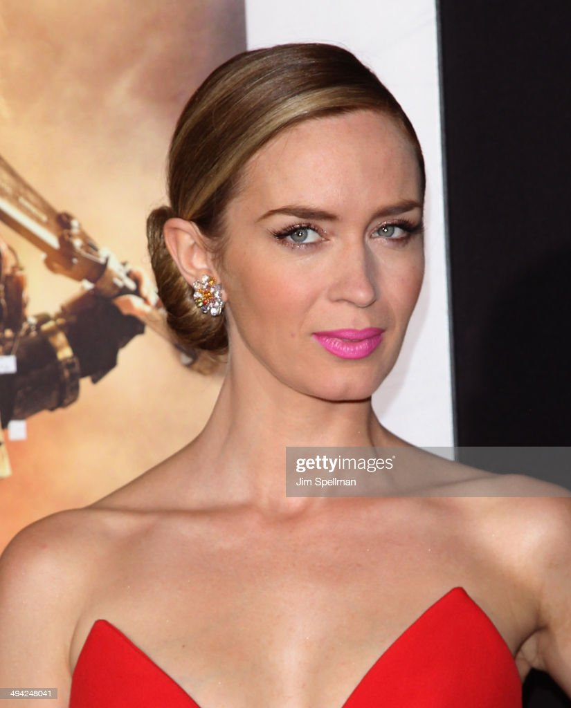 Actress <a gi-track='captionPersonalityLinkClicked' href=/galleries/search?phrase=Emily+Blunt&family=editorial&specificpeople=213480 ng-click='$event.stopPropagation()'>Emily Blunt</a> attends the 'Edge Of Tomorrow' red carpet repeat fan premiere tour at AMC Loews Lincoln Square on May 28, 2014 in New York City.
