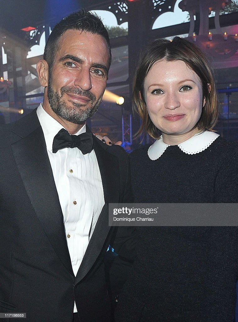 Actress <a gi-track='captionPersonalityLinkClicked' href=/galleries/search?phrase=Emily+Browning&family=editorial&specificpeople=214573 ng-click='$event.stopPropagation()'>Emily Browning</a> (L) and Designer Marc Jacobs attend the 25th amfAR Inspiration Gala at Pavillon Gabriel on June 23, 2011 in Paris, France.