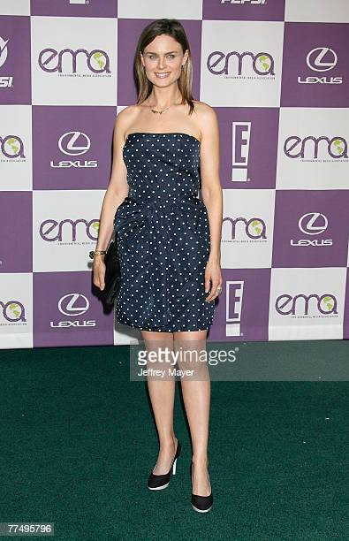 Actress Emily Deschanel arrives at the 17th Annual Environmental Media Awards at the Ebell Club of Los Angeles on October 24 2007 in Los Angeles...