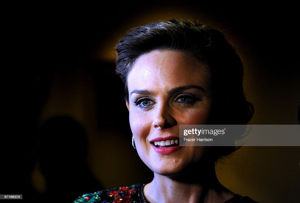 Actress <a gi-track='captionPersonalityLinkClicked' href=/galleries/search?phrase=Emily+Deschanel&family=editorial&specificpeople=240264 ng-click='$event.stopPropagation()'>Emily Deschanel</a> arrives at the 24th Annual American Society of Cinematographers 24th Annual Outstanding Achievement Awards held at the Hyatt Regency Century Plaza Hotel on February 27, 2010 in Los Angeles, California.