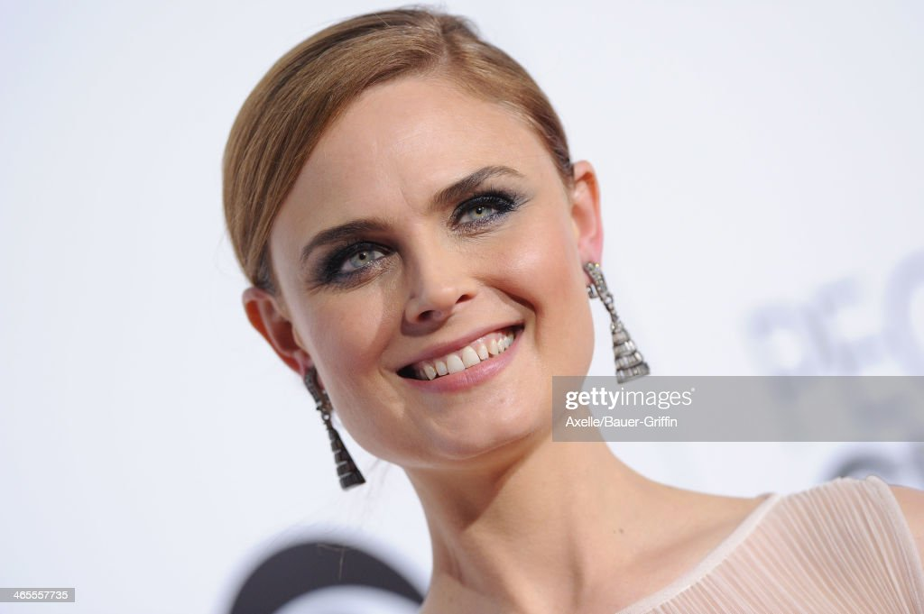 Actress Emily Deschanel arrives at The 40th Annual People's Choice Awards at Nokia Theatre L.A. Live on January 8, 2014 in Los Angeles, California.