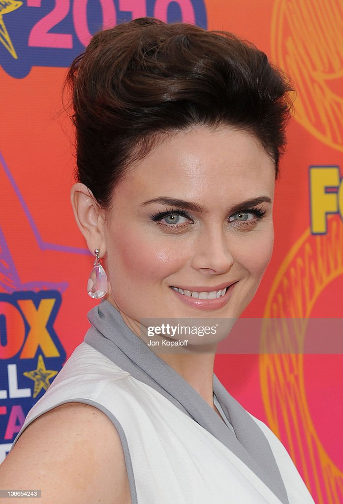Actress <a gi-track='captionPersonalityLinkClicked' href=/galleries/search?phrase=Emily+Deschanel&family=editorial&specificpeople=240264 ng-click='$event.stopPropagation()'>Emily Deschanel</a> arrives at the Fox All-Star Party at Pacific Park at the Santa Monica Pier on August 2, 2010 in Santa Monica, California.
