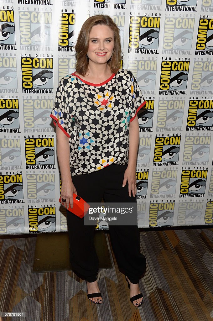 Actress Emily Deschanel attends Comic-Con International 2016 'Bones' press line at Hilton Bayfront on July 22, 2016 in San Diego, California.