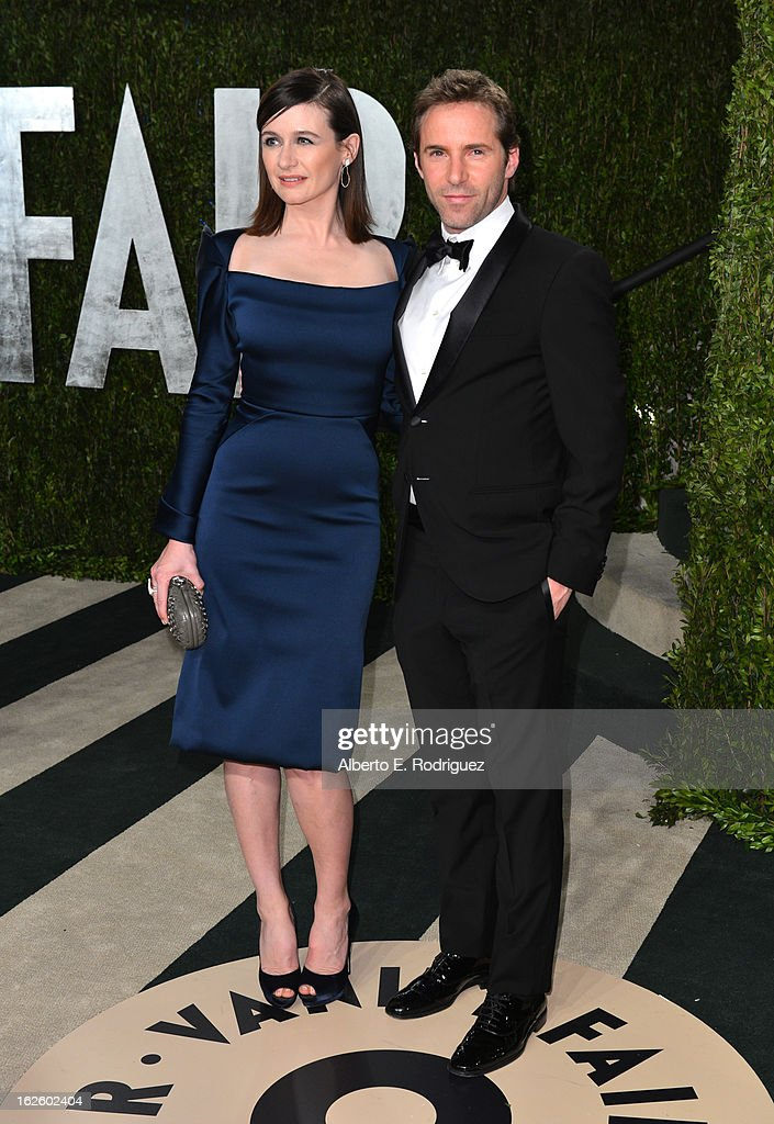 Actress Emily Mortimer (L) and Alessandro Nivola arrives at the 2013 Vanity Fair Oscar Party hosted by Graydon Carter at Sunset Tower on February 24, 2013 in West Hollywood, California.