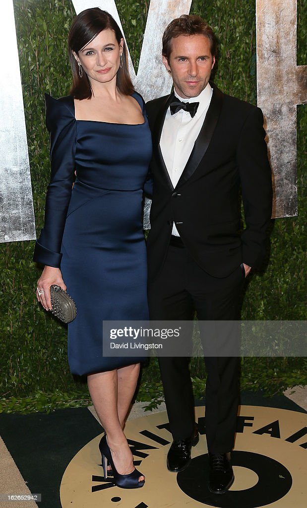 Actress Emily Mortimer (L) and husband actor Alessandro Nivola attend the 2013 Vanity Fair Oscar Party at the Sunset Tower Hotel on February 24, 2013 in West Hollywood, California.