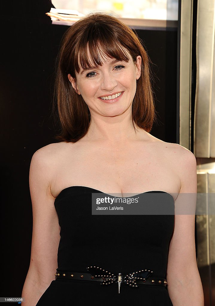 Actress Emily Mortimer attends the premiere of HBO's 'Newsroom' at ArcLight Cinemas Cinerama Dome on June 20, 2012 in Hollywood, California.