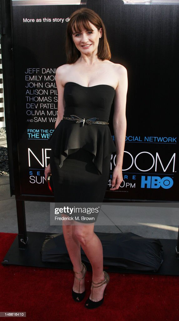 Actress Emily Mortimer attends the Premiere Of HBO's 'The Newsroom' at the ArcLight Cinemas Cinerama Dome on June 20, 2012 in Hollywood, California.