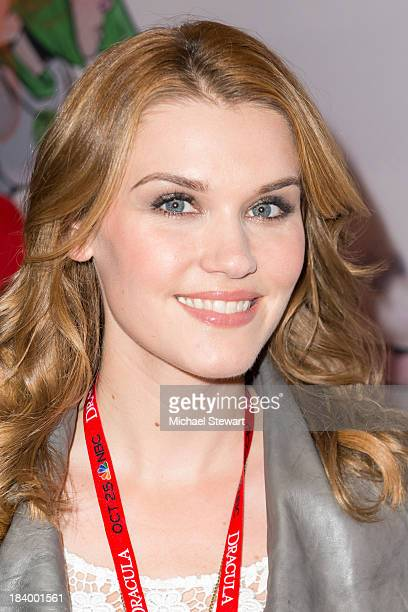 http://media.gettyimages.com/photos/actress-emily-rose-attends-new-york-comic-con-2013-at-jacob-javits-picture-id184001561?s=612x612