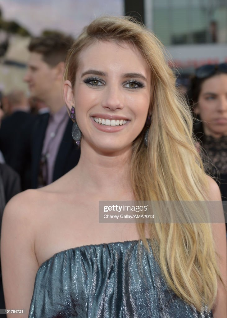 Actress <a gi-track='captionPersonalityLinkClicked' href=/galleries/search?phrase=Emma+Roberts&family=editorial&specificpeople=226535 ng-click='$event.stopPropagation()'>Emma Roberts</a> attends the 2013 American Music Awards Powered by Dodge at Nokia Theatre L.A. Live on November 24, 2013 in Los Angeles, California.