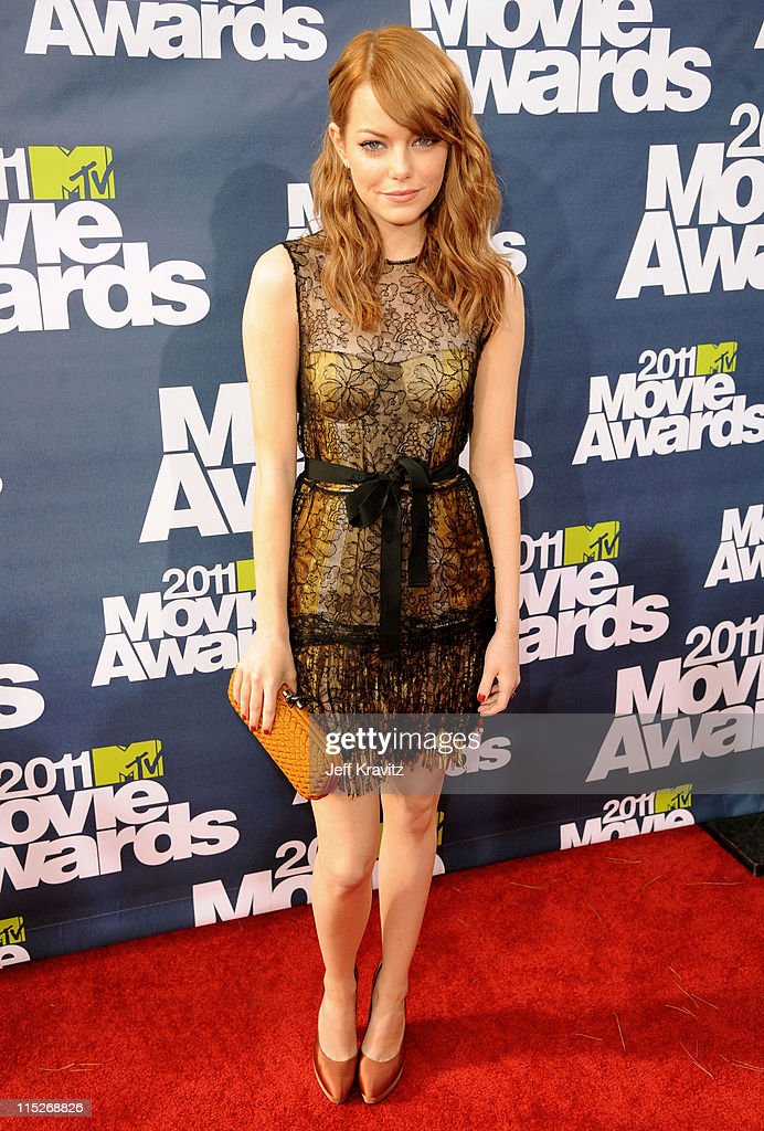 Actress <a gi-track='captionPersonalityLinkClicked' href=/galleries/search?phrase=Emma+Stone&family=editorial&specificpeople=672023 ng-click='$event.stopPropagation()'>Emma Stone</a> arrives at the 2011 MTV Movie Awards at Universal Studios' Gibson Amphitheatre on June 5, 2011 in Universal City, California.