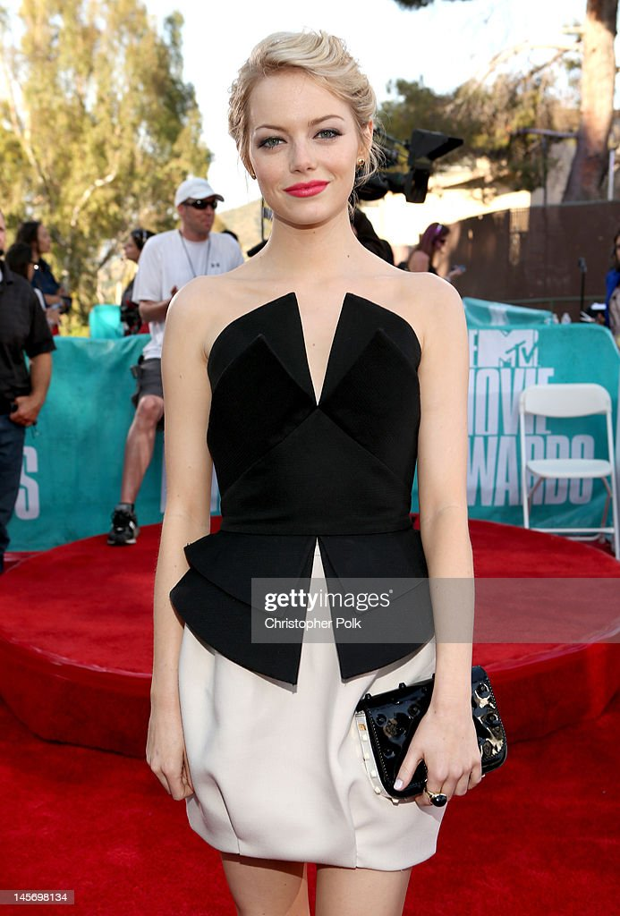 Actress <a gi-track='captionPersonalityLinkClicked' href=/galleries/search?phrase=Emma+Stone&family=editorial&specificpeople=672023 ng-click='$event.stopPropagation()'>Emma Stone</a> arrives at the 2012 MTV Movie Awards held at Gibson Amphitheatre on June 3, 2012 in Universal City, California.