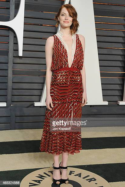 Actress Emma Stone arrives at the 2015 Vanity Fair Oscar Party Hosted By Graydon Carter at Wallis Annenberg Center for the Performing Arts on...