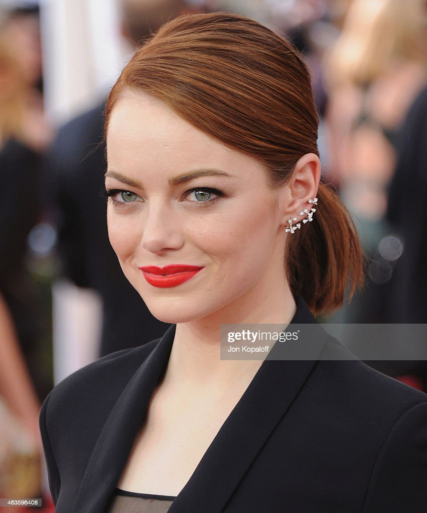 Actress <a gi-track='captionPersonalityLinkClicked' href=/galleries/search?phrase=Emma+Stone&family=editorial&specificpeople=672023 ng-click='$event.stopPropagation()'>Emma Stone</a> arrives at the 21st Annual Screen Actors Guild Awards at The Shrine Auditorium on January 25, 2015 in Los Angeles, California.