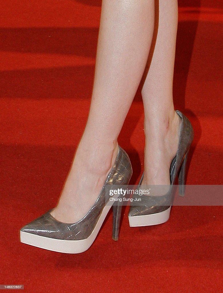 Actress <a gi-track='captionPersonalityLinkClicked' href=/galleries/search?phrase=Emma+Stone&family=editorial&specificpeople=672023 ng-click='$event.stopPropagation()'>Emma Stone</a> (fashion detail) attends the 'The Amazing Spider-Man' Seoul premiere at Lotte Cinema on June 14, 2012 in Seoul, South Korea. The film will open on June 28 in South Korea.